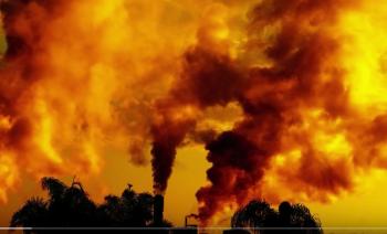発電所からの煙